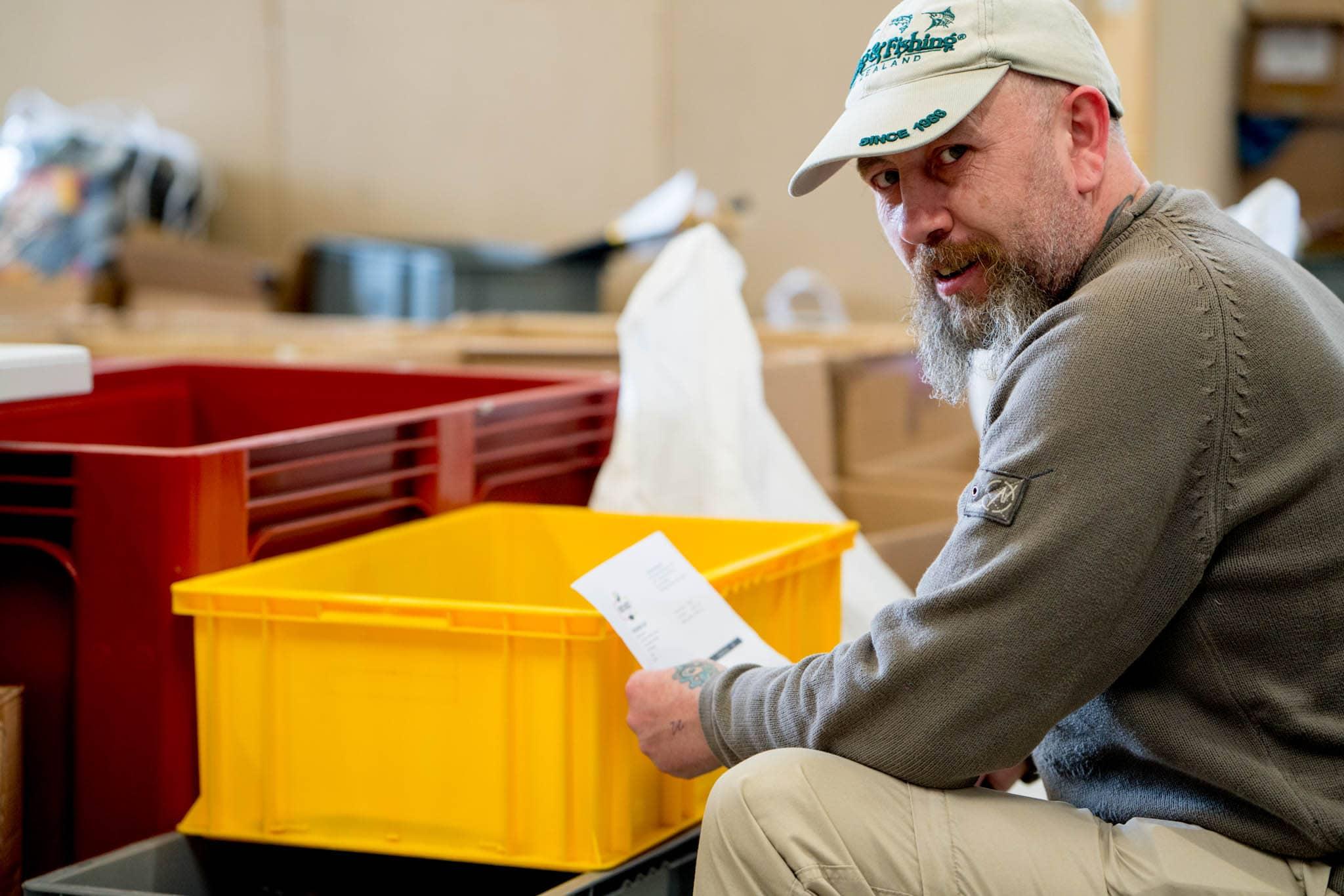 coronavirus volunteering opportunities man packing orders